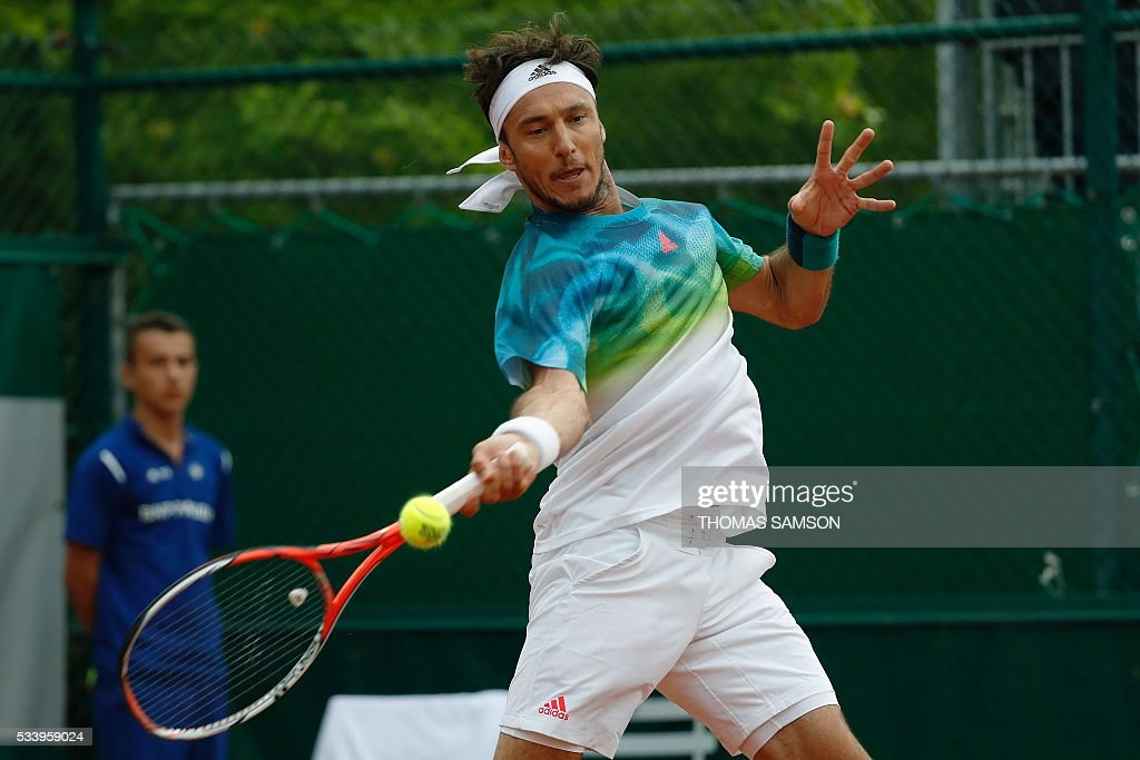 Argentina's Juan Monaco hits a return Uzbekistan's Denis Istomin during their men's first round match at the Roland Garros 2016 French Tennis Open in Paris on May 24, 2016. / AFP / Thomas SAMSON