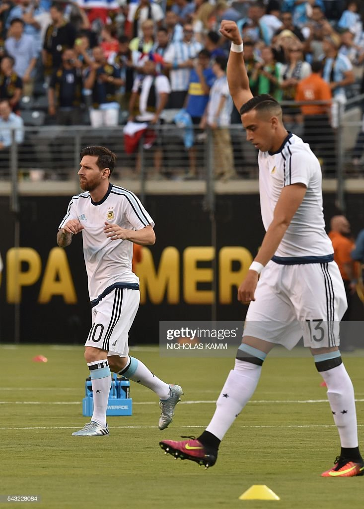 Argentina's Lionel Messi and teammate Argentina's Ramiro Funes Mori warm up before the start of the Copa America Centenario final against Chile in East Rutherford, New Jersey, United States, on June 26, 2016. / AFP / Nicholas KAMM