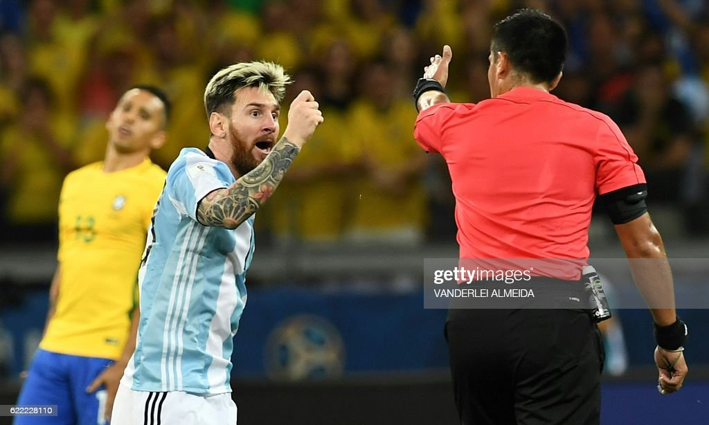 TOPSHOT-FBL-WC-2018-BRA-ARG : News Photo