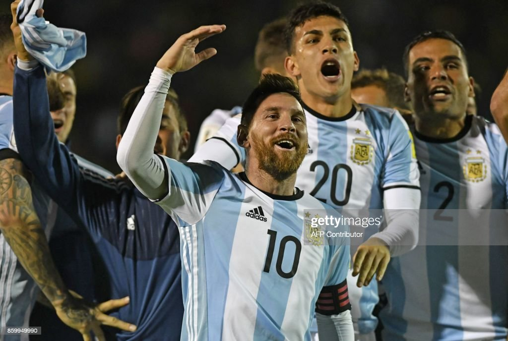Argentina's Lionel Messi (C) celebrates after defeating Ecuador and qualifying to the 2018 World Cup football tournament, in Quito, on October 10, 2017. / AFP PHOTO / Juan Ruiz
