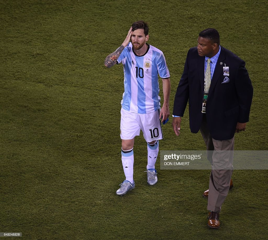 Argentina's Lionel Messi leaves the field after being defeated by Chile in the penalty shoot-out of the Copa America Centenario final in East Rutherford, New Jersey, United States, on June 26, 2016. After extra-time Chile win penalty shoot-out 4-2. / AFP / Don EMMERT