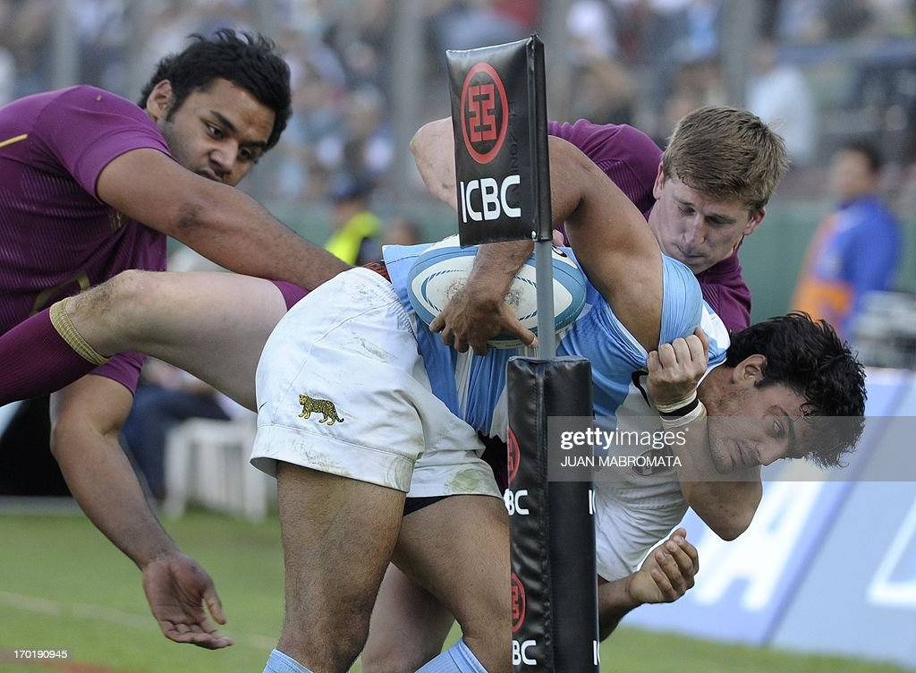Argentina's Los Pumas fullback Martin Bustos Moyano (R) is tackeld by England's wing David Strettle (back) and No.8 Billy Vunipola during their rugby union international test match at at Padre Ernesto Martearena stadium in Salta, Argentina, on June 8, 2013. England won 32-3. AFP PHOTO / Juan Mabromata