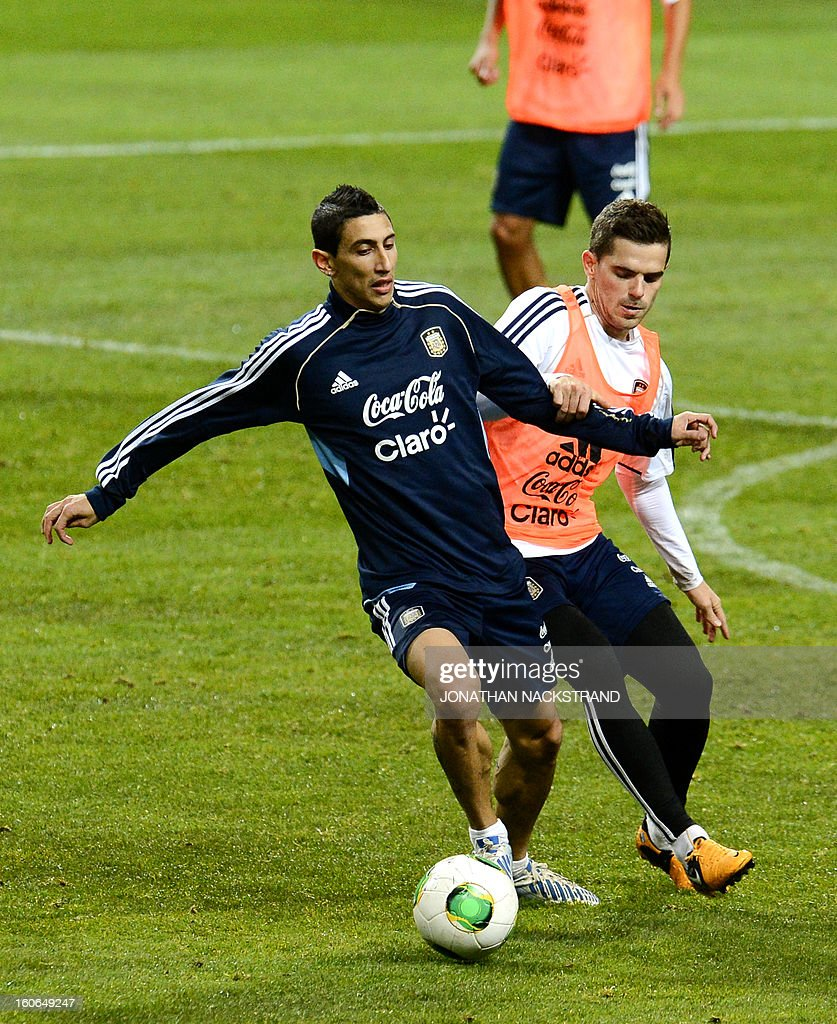 Argentina's midfielder Angel Di Maria (L) takes part in a training session of the Argentina national football team at the 'Friends Arena' in Stockholm, Sweden, on February 4, 2013 two days before the FIFA World Cup 2014 friendly match Sweden vs Argentina.