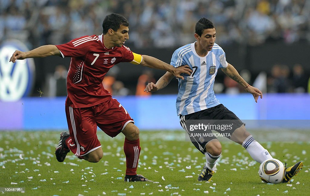 Argentina's midfielder Angel Di Maria (R) vies for the ball with Canada's defender Paul Stalteri during a friendly football match at the Monumental stadium in Buenos Aires, on May 24, 2010. Argentina is flying to South Africa for the World Cup finals on Friday, and will play their first match against Nigeria on June 12 in Johannesburg. AFP PHOTO / Juan Mabromata