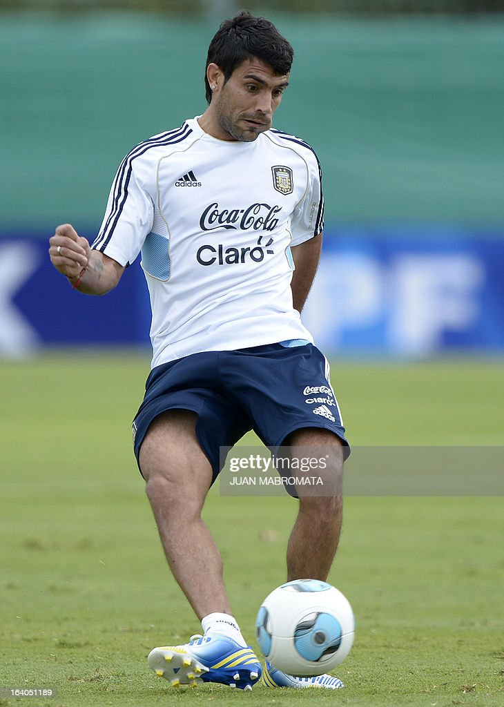 Argentina's midfielder Augusto Fernandez controls the ball during a training session in Ezeiza, Buenos Aires on March 19, 2013 ahead of the Brazil 2014 FIFA World Cup South American qualifier football match against Venezuela on March 22. AFP PHOTO / Juan Mabromata