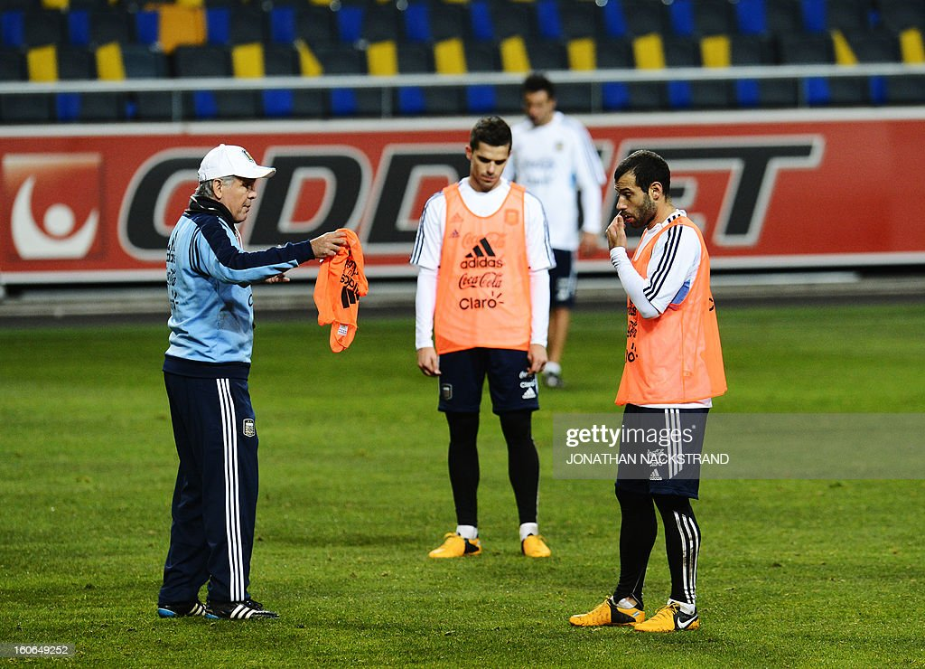 Argentina's midfielder Javier Mascherano (R) and head coach Alejandro Sabella take part in a training session of the Argentina national football team at the 'Friends Arena' in Stockholm, Sweden, on February 4, 2013 two days before the FIFA World Cup 2014 friendly match Sweden vs Argentina.