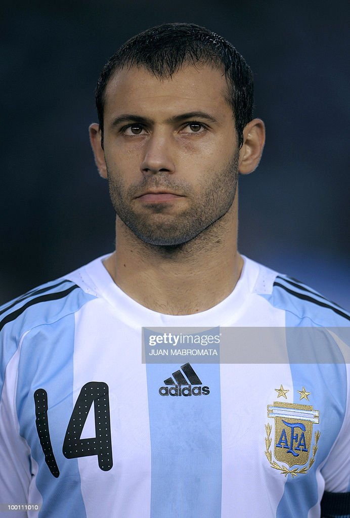 Argentina's midfielder Javier Mascherano looks on before the start of the FIFA World Cup South Africa-2010 qualifier football match against Peru at the Monumental stadium in Buenos Aires, Argentina on October 10, 2009. Argentina won 2-1. AFP PHOTO / Juan Mabromata
