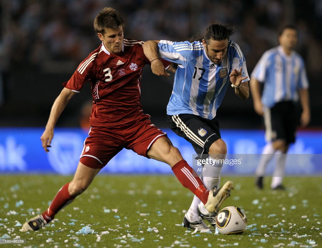 Argentina's midfielder Jonas Gutierrez (R) vies with Canada's Michael Klukowski during a friendly match at the Monumental stadium in Buenos Aires, on May 24, 2010. Argentina is flying to South Africa for the World Cup finals on Friday, and will play their first match against Nigeria on June 12 in Johannesburg. AFP PHOTO/Alejandro PAGNI