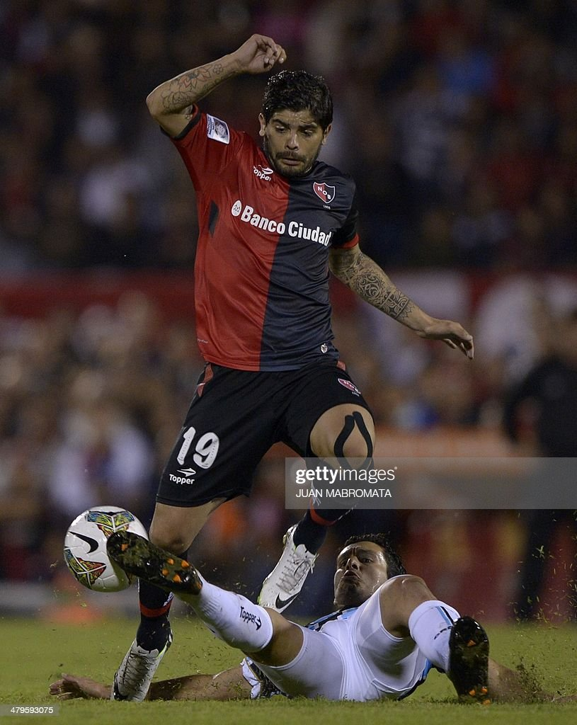 Argentina s Newell s Old Boys midfielder Ever Banega top vies