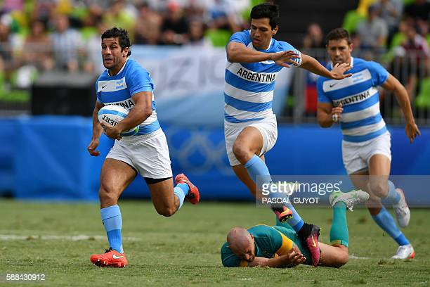 Argentina's Nicolas Bruzzone runs with the ball in the mens rugby sevens match between Argentina and Australia during the Rio 2016 Olympic Games at...