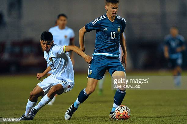 Argentina's player Juan Marcos Foyth vies for the ball with Bolivia's player Carlos Abelardo Ribera during their South American Championship U20...