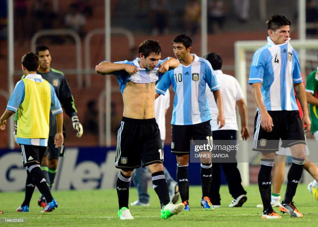 Argentina's players leave the field in dejection at the end of their Group A South American U-20 qualifier football match against Bolivia at Malvinas Argentinas stadium in Mendoza, Argentina, on January 13, 2013. Four teams will qualify for the FIFA U-20 World Cup Turkey 2013.