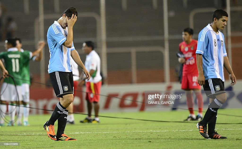 Argentina's players leave the field in dejection at the end of their Group A South American U-20 qualifier football match against Bolivia at Malvinas Argentinas stadium in Mendoza, Argentina, on January 13, 2013. Four teams will qualify for the FIFA U-20 World Cup Turkey 2013. AFP PHOTO / DANIEL GARCIA