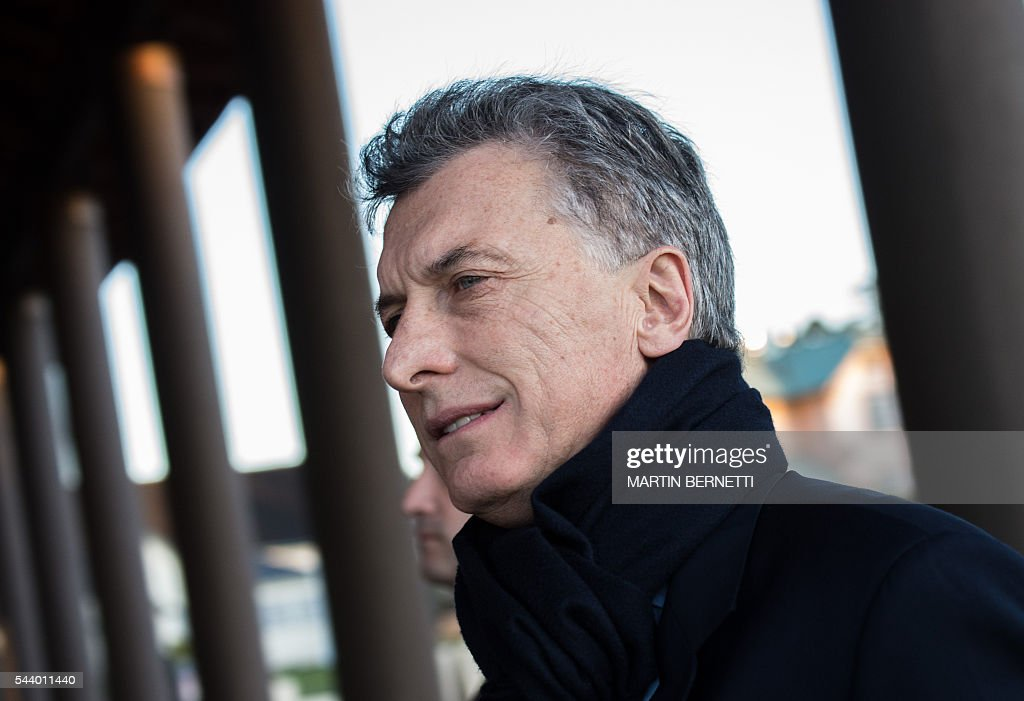 Argentina's President Mauricio Macri arrives for a meeting of the III Pacific Alliance Business Summit in Frutillar, 1100 km south of Santiago, Chile, on June 30, 2016. / AFP / Martin BERNETTI