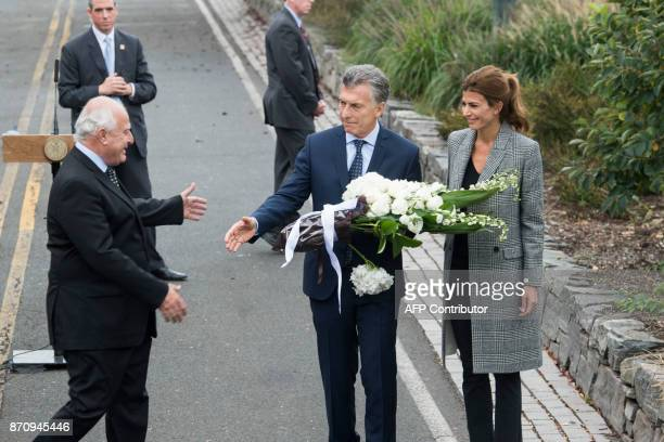 Argentinas Presidnet Mauricio Macri Frist Lady Juliana Awada and Santa Fe Governor Miguel Lifschitz arrive to lay a wreath on a bike path during a...