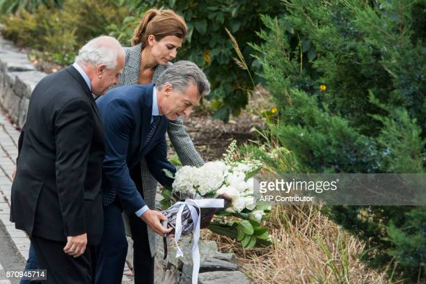 Argentinas Presidnet Mauricio Macri Frist Lady Juliana Awada and Santa Fe Governor Miguel Lifschitz lay a wreath on a bike path during a ceremony in...