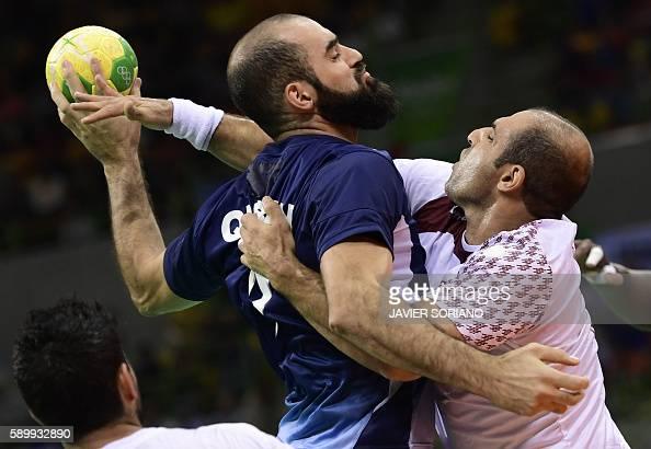 TOPSHOT Argentina's right back Leonardo Querin vies with Qatar's pivot Bassel Alrayes during the men's preliminaries Group A handball match Qatar vs...