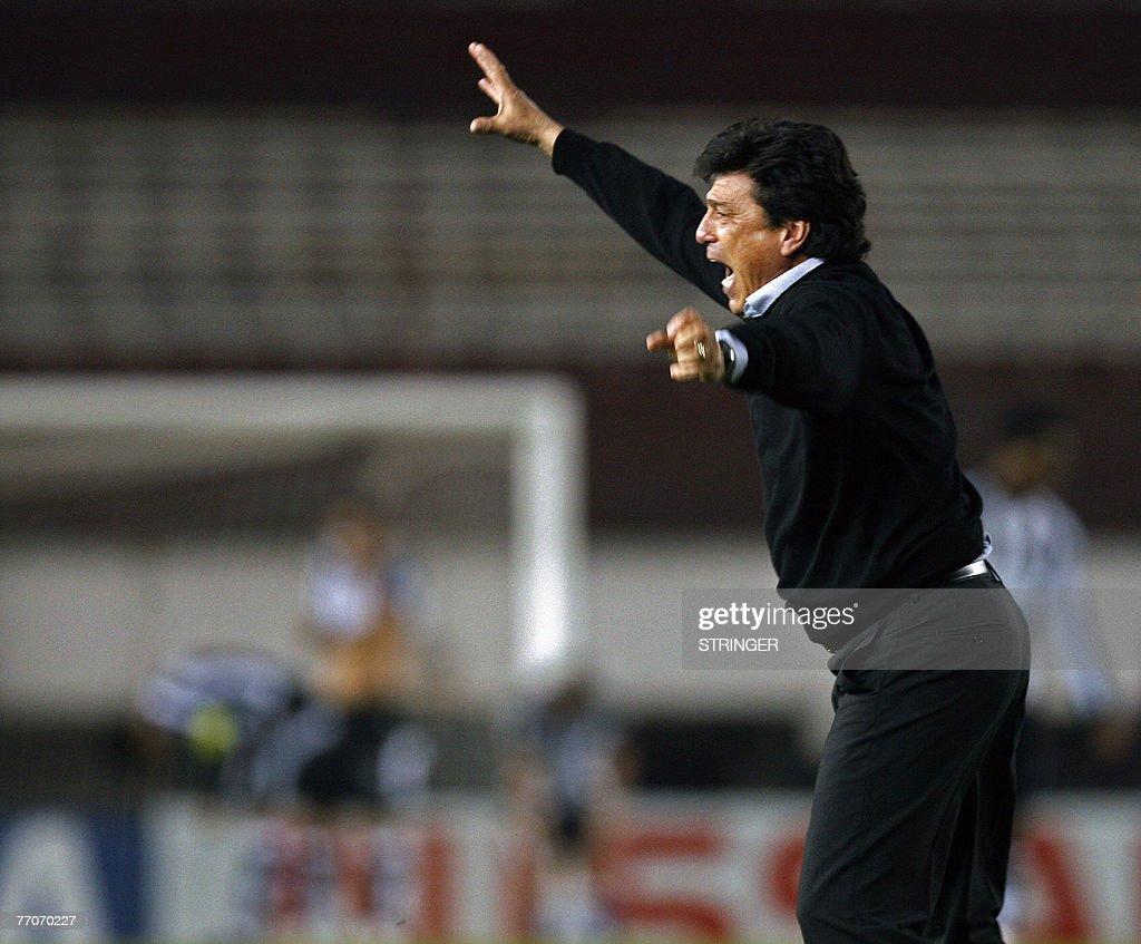 Argentina s River Plate coach Daniel Pas