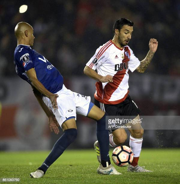 Argentina's River Plate forward Ignacio Scocco vies for the ball with Bolivia's Wilstermann defender Alex Silva during their Copa Libertadores 2017...