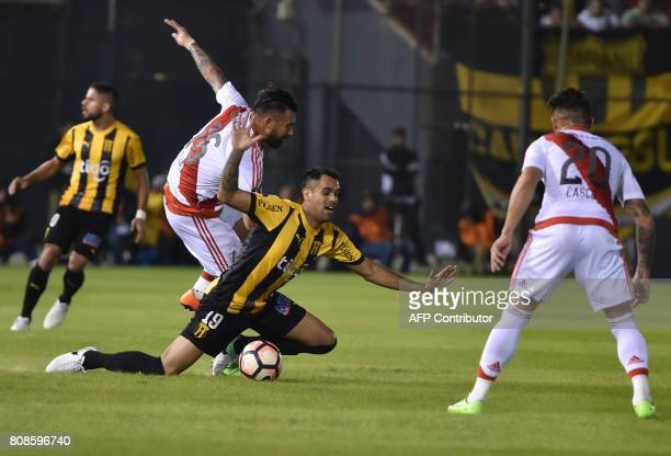 Argentina's River Plate player Ariel Rojas vies for the ball with Carlos Rolon of Paraguay's Guarani during their Copa Libertadores 2017 football...