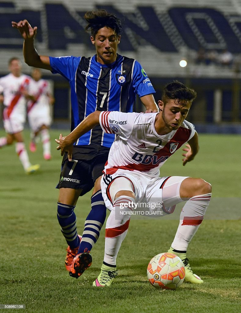 Argentinas River Plate player Kevin Sibille (front) vies for the ball with Antonio Ramirez of Chile's Huachipato during their Copa Libertadores U20 football match at the Club Olimpia Stadium in Asuncion, Paraguay, on February 7, 2016. AFP PHOTO / Norberto Duarte / AFP / NORBERTO DUARTE
