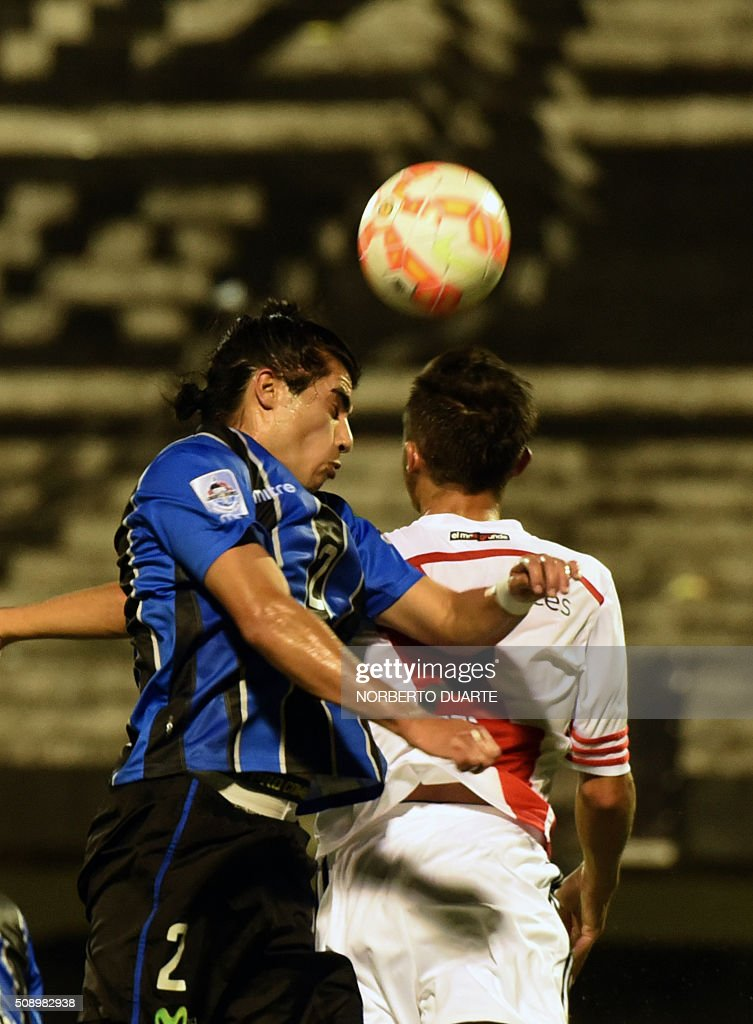 Argentinas River Plate player Kevin Sibille (R) vies for the ball with Kevin Hidalgo of Chile's Huachipato during their Copa Libertadores U20 football match at the Club Olimpia Stadium in Asuncion, Paraguay, on February 7, 2016. AFP PHOTO / Norberto Duarte / AFP / NORBERTO DUARTE