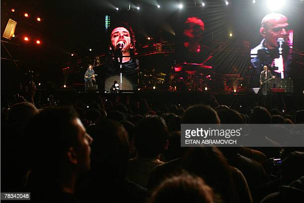 Argentina's rock band Soda Stereo perform during the band's 'Me veras volver' tour at the National Stadium in Lima 08 December 2007AFP PHOTO/Eitan...