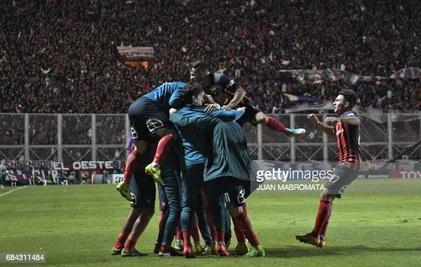 Argentina's San Lorenzo players celebrate after scoring a goal against Brazil's Flamengo during the Copa Libertadores 2017 group 4 football match at...