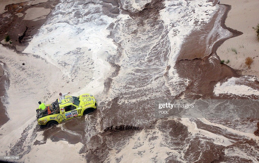 Argentina's Victor Mastromatteo remains stuck on his Protoptipo in a river during the Stage 11 of the Dakar 2013 between La Rioja and Fiambala, Argentina, on January 16, 2013. The rally takes place in Peru, Argentina and Chile between January 5 and 20. AFP PHOTO / POOL
