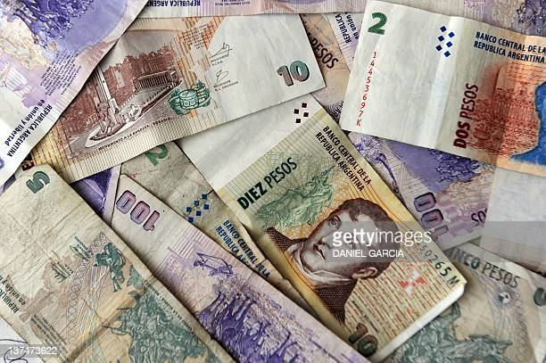 Argentine bank notes pictured on December 7 2011 in Buenos Aires AFP PHOTO / DANIEL GARCIA