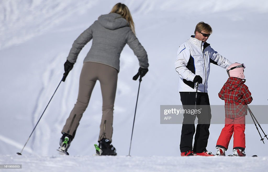 Argentine born Princess Maxima (L) skis as Dutch Prince Willem-Alexander (C) speaks with his daughter Princess Ariane (R) as part of a photocall session during the Royal Dutch Family's ski holidays in Lech am Arlberg, western Austria, on February 18, 2013.