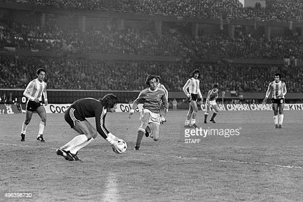 Argentine goalkeeper Ubaldo Fillol stops the goal kicked by French footballer Michel Platini on June 6 1978 in Buenos Aires during the football World...
