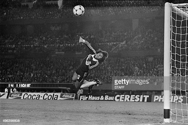 Argentine goalkeeper Ubaldo Fillol stops the goal on June 6 1978 in Buenos Aires during the football World Cup match in Argentina