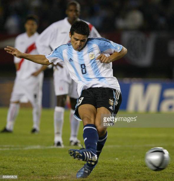 Argentine Juan Roman Riquelme shoots a penalty kick to score the first goal after Lionel Messi was fouled by Peruvian goalkeeper Leao Butron 09...