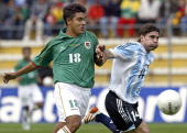Argentine Leandro Cufre and Bolivian Jose Castillo vie for the ball 26 March 2005 during their FIFA World Cup Germany 2006 South American qualifying...