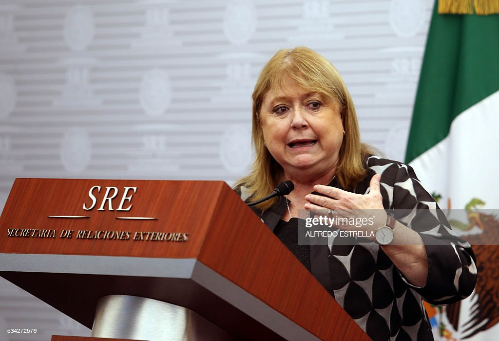 Argentine Mexican Foreign Susana Malcorra speask to the press along with her Mexican counterpart Claudia Ruiz (out of frame) in Mexico City on May 25, 2016. Malcorra is on an official two-day visit to Mexico. / AFP / ALFREDO