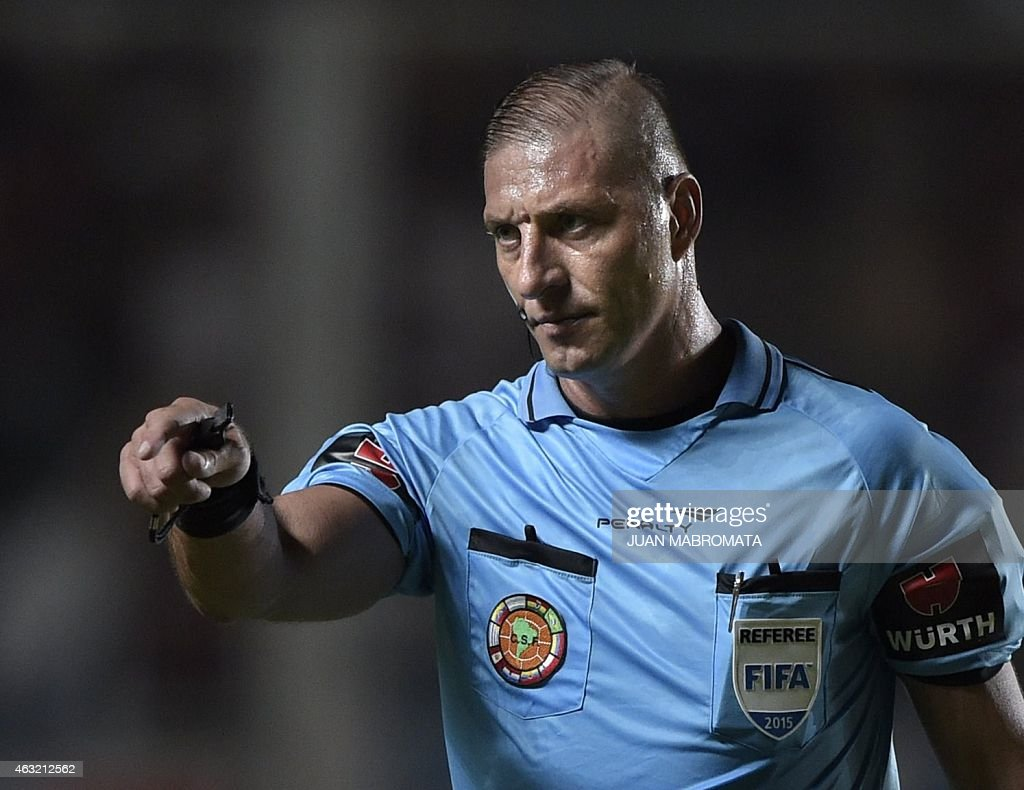 Argentine referee Nestor Pitana gestures during the Recopa Sudamericana 2015 second final football match between San Lorenzo and River Plate at Pedro Bidegain stadium in Buenos Aires, Argentina, on February 11, 2015. AFP PHOTO / Juan Mabromata