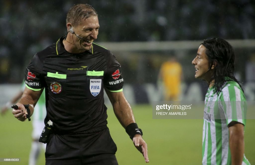 Argentine referee Nestor Pitana (L) laughs during the Libertadores Cup football match between Colombia's Atletico Nacional and Uruguay's Defensor Sporting, at the Atanasio Girardot stadium in Medellin, Antioquia department, in Colombia on May 8, 2014. AFP PHOTO/Fredy AMARILES