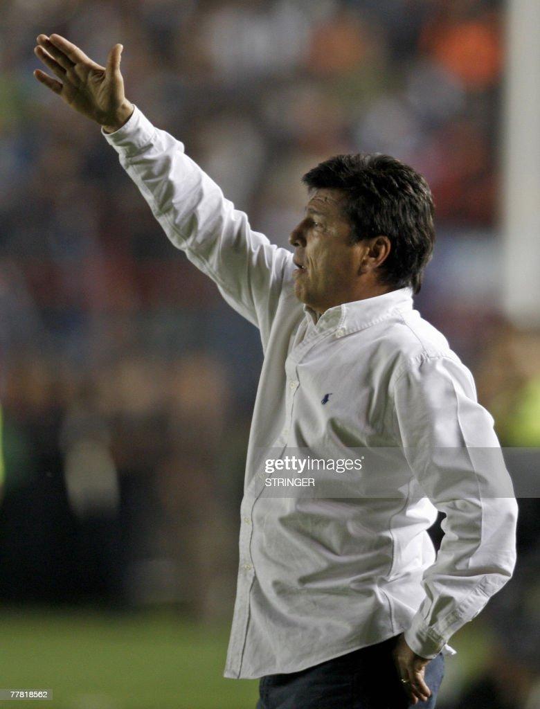 Argentine River Plate s coach Daniel Pas