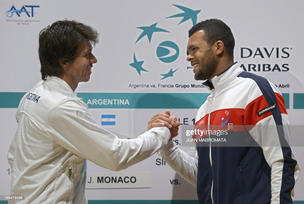 Argentine tennis player Carlos Berlocq (L) and France's Jo-Wilfried Tsonga shake hands during the draw ahead their 2013 Davis Cup World Group quarterfinals single match in Buenos Aires on April 4, 2013. AFP PHOTO / JUAN MABROMATA