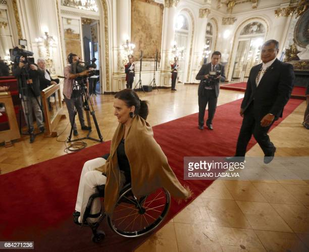 Argentine Vice President Gabriela Michetti receives outgoing Ecuadorean president Rafael Correa in Buenos Aires on May 17 2017 / AFP PHOTO / Emiliano...