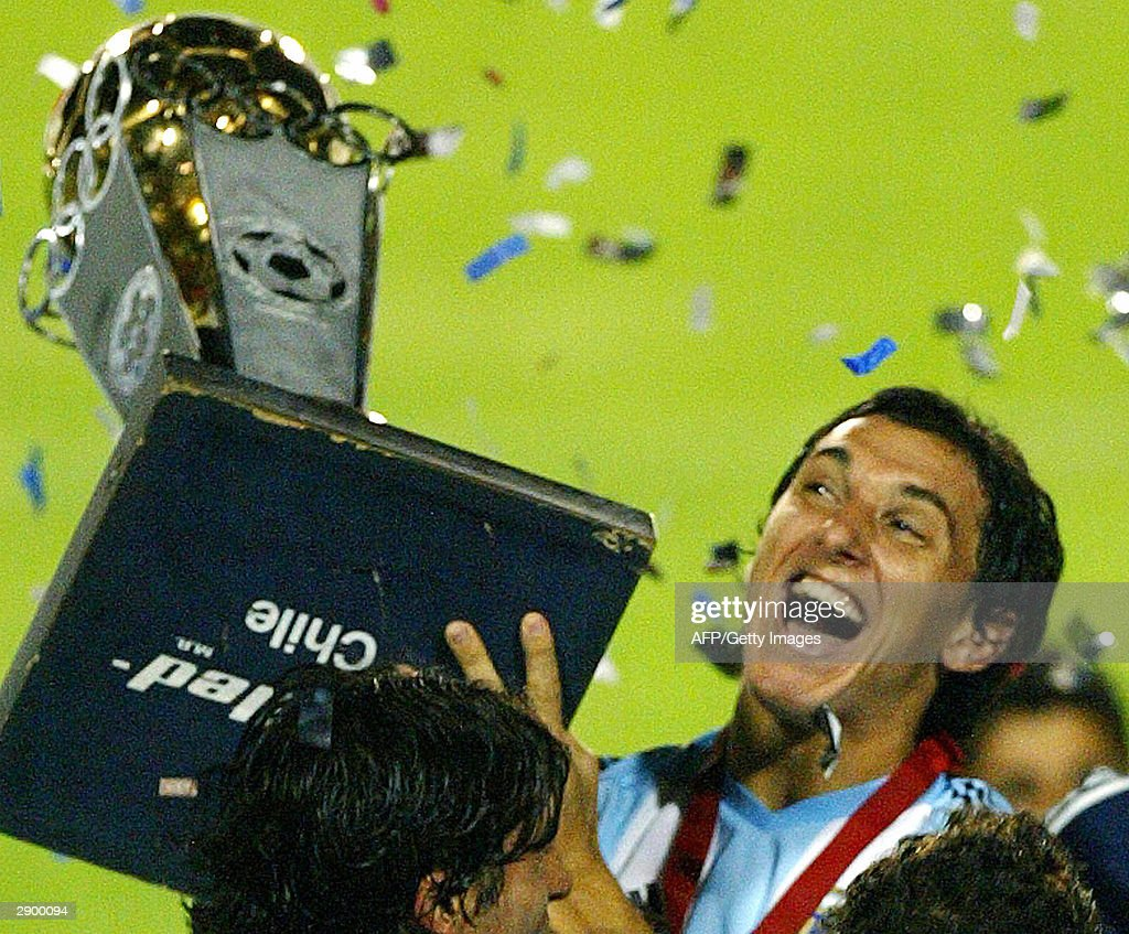 Argentinean Under23 soccer team captain Nicolas Burdisso holds the South American Olympic Qualifying trophy 25 January 2004 at the Sausalito stadium...