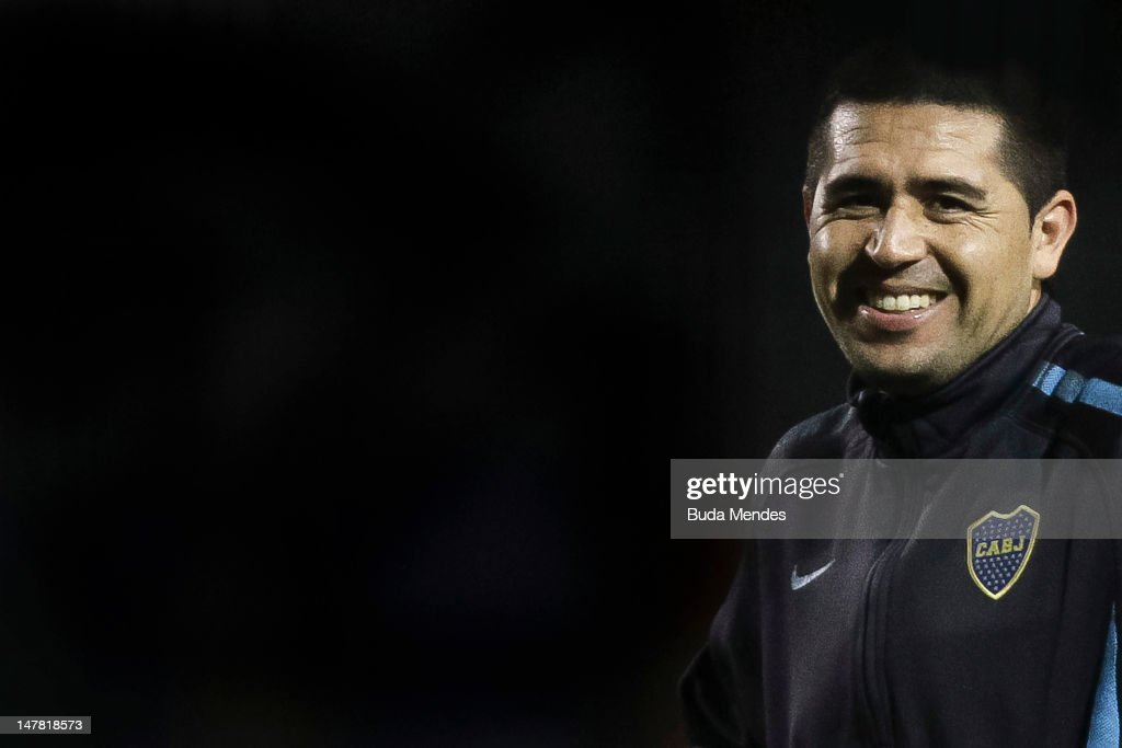 Argentinian Boca Juniors' <a gi-track='captionPersonalityLinkClicked' href=/galleries/search?phrase=Juan+Roman+Riquelme&family=editorial&specificpeople=243174 ng-click='$event.stopPropagation()'>Juan Roman Riquelme</a> gestures during a training session at Pacaembu stadium, on July 03, 2012 in Ibirapuera, Sao Paulo, Brazil. Boca Juniors will face Brazilian Corinthians on July 4, in the Copa Libertadores final football match.