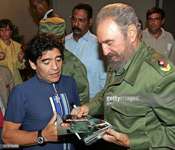 Argentinian ex soccer star Diego Armando Maradona talks to Cuban President Fidel Castro before recording Maradona's TV program 'The 10's Night' in...