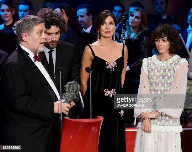 Argentinian film director Mariano Cohn looks at their Goya award for the best LatinAmerican film for 'El ciudadano ilustre' at the 31st Goya awards...