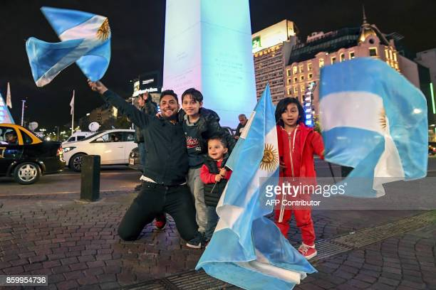 Argentinian football fans celebrate in Buenos Aires after qualifying to the 2018 World Cup on October 10 2017 / AFP PHOTO / EITAN ABRAMOVICH
