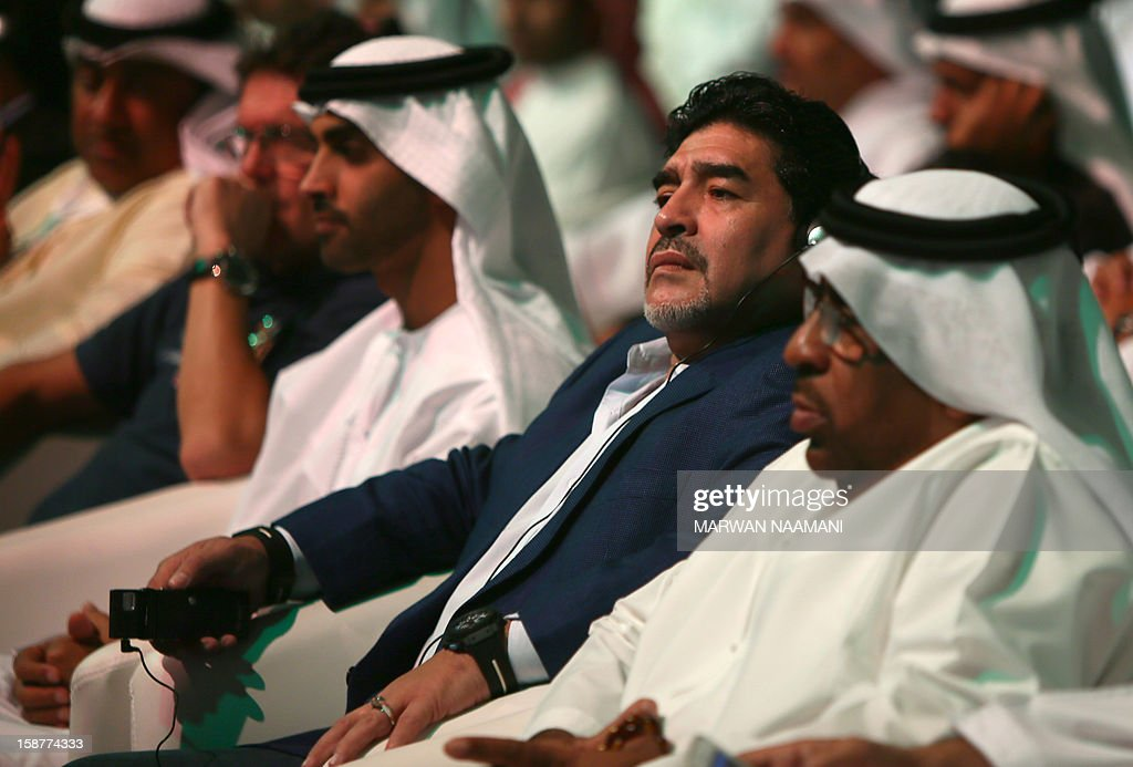 Argentinian football icon and former player Diego Maradona (C) attends the first session of the International Sports Conference in Dubai on December 28, 2012. AFP PHOTO/MARWAN NAAMANI