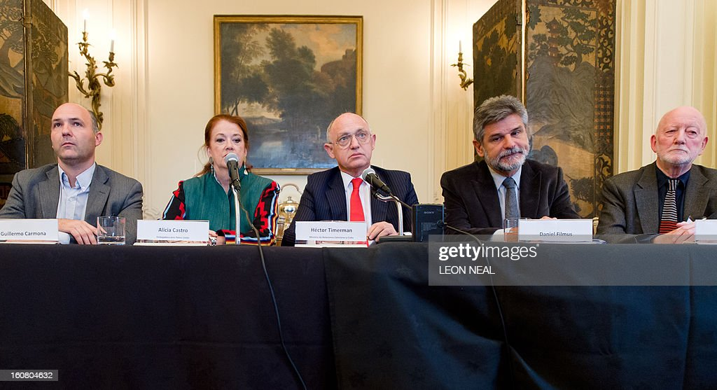 Argentinian Foreign Minister Hector Timerman (3rd L) addresses a press conference in central London, on February 6, 2013. Argentina expects to have control of the British-held Falkland Islands within 20 years, the country's foreign minister said in comments published on Tuesday.