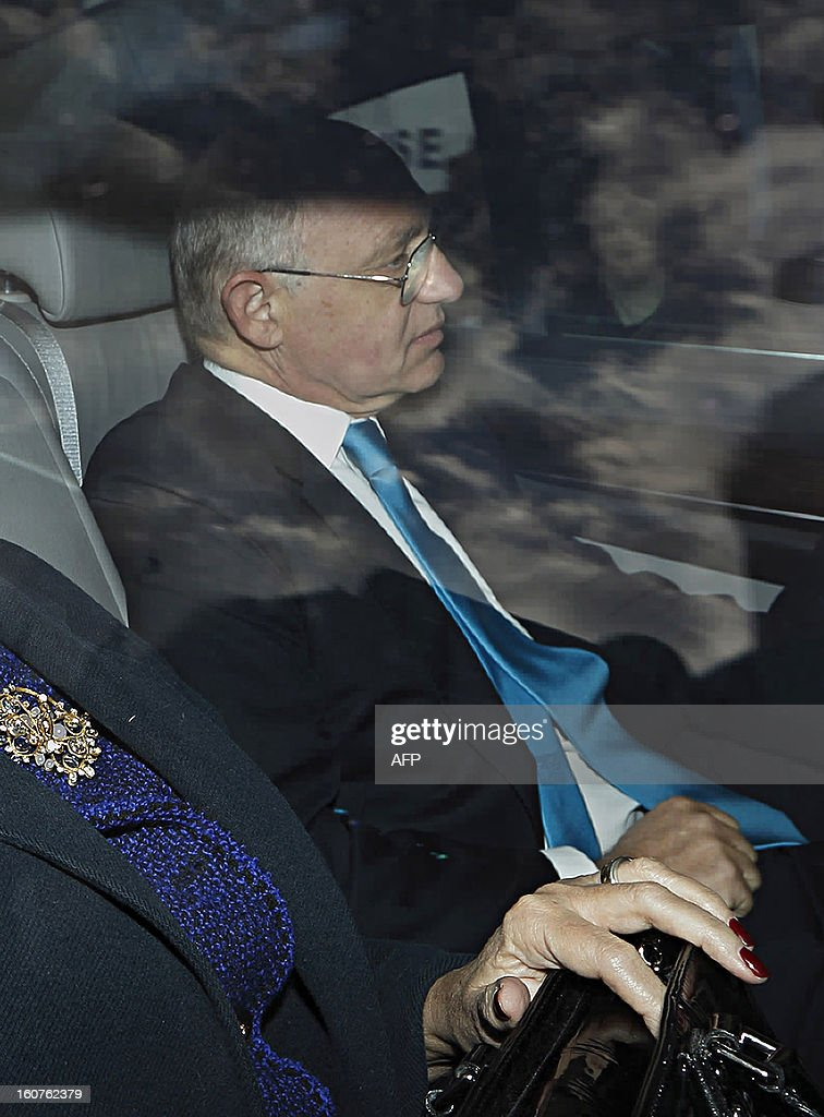 Argentinian Foreign Minister Hector Timerman arrives in a car at Britain's Houses of Parliament in London, on February 5, 2013. Argentina expects to have control of the British-held Falkland Islands within 20 years, the country's foreign minister said in comments published on Tuesday. During a visit to London, Hector Timerman said in a joint interview with The Independent and The Guardian newspapers that Argentina would not take military action but that Britain would be forced to compromise soon. AFP PHOTO / JUSTIN TALLIS