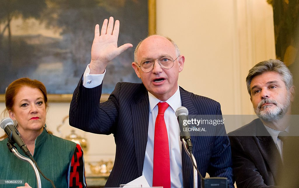 Argentinian Foreign Minister Hector Timerman (C) gestures as he finishes addressing a press conference in central London on February 6, 2013. Argentina expects to have control of the British-held Falkland Islands within 20 years, the country's foreign minister said in comments published on Tuesday.